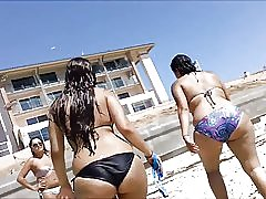 MILFs friends veliko dupe na plaži 2015.