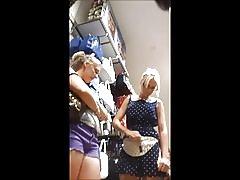 Skrivena kamera plavuša teen srebrni remen (w lice)