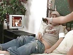 Muž dijeljenje supruga s ljubavnik s penis