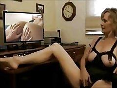 Zreli gledanje starih pojačala; mlade lezbijke video-