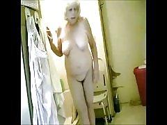Sjajno! špijuniranje moje hot baka u kupaonici
